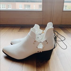White ankle boots - forever 21 - never been worn!